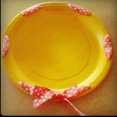 Easy serving plate. Paper plate, hole punch & ribbon.