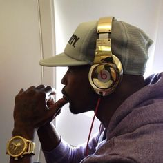 Chad Ochocinco Buys Entire Patriots Team Custom Gold-Plated Beats By Dre Headphones