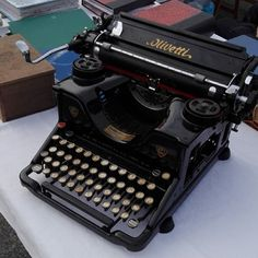 #Olivetti Antique Typewriter, Vintage Typewriters, Rolls Royce, Antiques, Classic, Advertising, Things To Sell, Black, Decor