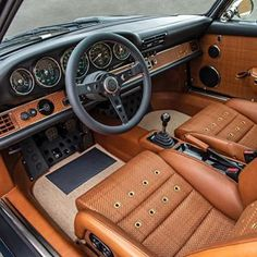 Interior perfection by Singer Vehicle Design Singer Porsche, Porsche Carrera, Retro Cars, Vintage Cars, Porsche 911 Classic, T3 Camper, Porche 911, Vw Mk1, Supercars