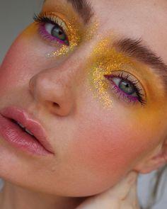 eyeshadow with glitter eyeliner * eyeshadow with glitter ; eyeshadow with glitter liner ; eyeshadow with glitter eyeliner ; eyeshadow with glitter silver Makeup Trends, Makeup Inspo, Makeup Art, Makeup Inspiration, Makeup Ideas, Makeup Drawing, Diy Makeup Vanity, Makeup Tutorials, Makeup Tips