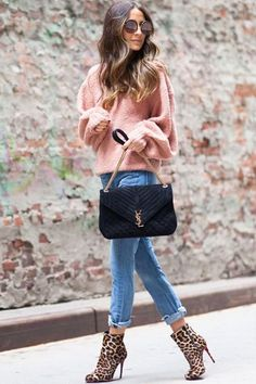 Here at SL, we've long since coveted the polished aesthetic of New York-based blogger Something Navy, aka Arielle Charnas.