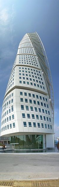 Santiago Calatrava Valls — Wikipédia The turning torso of Malmo - Sweden Eco Buildings, Future Buildings, Unusual Buildings, Interesting Buildings, Amazing Buildings, Futuristic Architecture, Beautiful Architecture, Contemporary Architecture, Art And Architecture