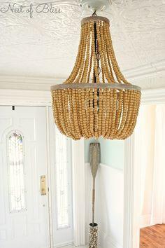 Zakluchter van houten kralen, wauw. Diverse houtkleurige kralen gebruiken voor een naturel stijl in je huiskamer.