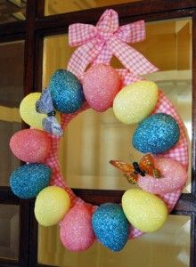 Fun Holiday Crafts | Plastic Easter Egg Wreaths | http://www.funholidaycrafts.com