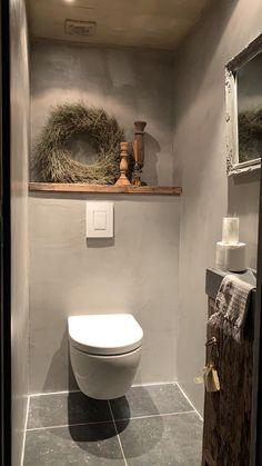 Beton cire als afwerking toiletwand. Iets voor u? Beton cire al… Beton cire als afwerking toiletwand. Iets voor u? Beton cire als afwerking toiletwand. Iets voor u? Small Toilet Room, Toilet Wall, Guest Toilet, Downstairs Toilet, Bathroom Toilets, Bathroom Wall, Small Bathroom, Bathroom Fixtures, Bathroom Ideas