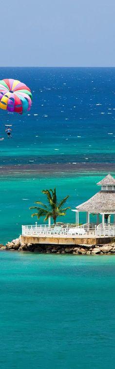 Jamaica | Ocho Rios | Parasailing over the Island