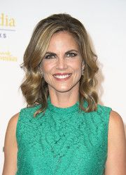 Natalie Morales Medium Wavy Cut - Natalie Morales looked sweet with her flawlessly styled waves at the Gracie Awards. Natalie Morales, Today Show, New Man, In Hollywood, Medium Hair Styles, Hair Cuts, Celebs, Singer, Actresses