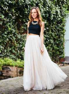 Buy White long skirt with black crop top at Lowest Price - Floral Skirt Outfits, Long Skirt Outfits, Crop Top Outfits, Long Skirts, Adult Tutu Skirts, Tulle Skirts, Tulle Tutu, Outfits Jeans, Black And White Crop Tops
