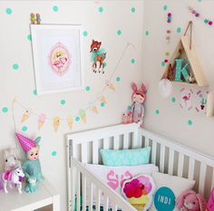 Kidsroom in bright pink, white & aqua