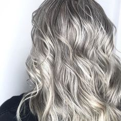 Shes as cold as ice! These shine on show stopping Give our iron a try for loose waves that will last through or Natural Blondes, Beauty Junkie, Trending Hairstyles, Loose Waves, Summer Hairstyles, New Hair, Hair Ideas, Hair Color, Ice