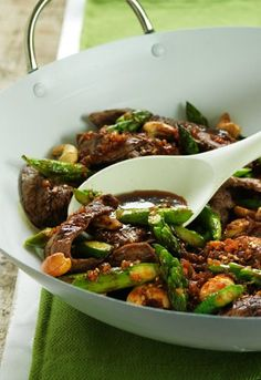 Fire up the wok! In this recipe, flank steak and asparagus is cooked in hoisin garlic sauce and topped with roasted cashews. Yum!