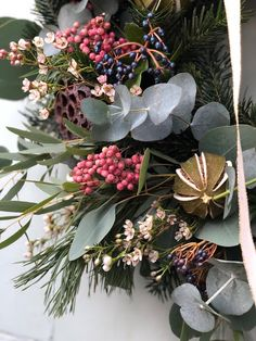 Christmas // How to Make a Wreath - Roses and Rolltops Artificial Christmas Wreaths, Christmas Door Wreaths, Christmas Decorations, Wreaths And Garlands, Advent Wreath, How To Make Wreaths, Christmas Inspiration, Floral Wreath, Door Decorating