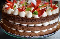 Tort de capsuni cu crema de mascarpone cu vanilie | Savori Urbane Easy Desserts, Delicious Desserts, Yummy Food, Cake Recipes, Dessert Recipes, Something Sweet, Jacque Pepin, Nutella, Cheesecake
