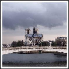 Rita Crane Photography: France / Paris / Notre Dame / bridge / river / La Seine / clouds / rain / Notre Dame & Pont de la Tournelle, Paris | Flickr: partage de photos!