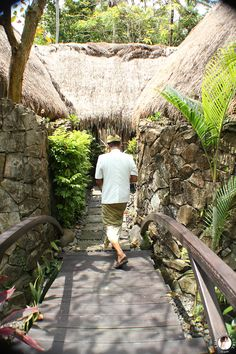 The Global Girl Travels: Beautiful eco-luxurious holistic wellness resort nestled on the lush banks of the Ayung River in Ubud, Bali.