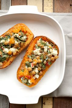 Gevulde butternut with kikkererwten feta and spinach Healthy Cooking, Healthy Snacks, Cooking Recipes, Veggie Recipes, Vegetarian Recipes, Healthy Recipes, Feel Good Food, Love Food, Vegan Diner