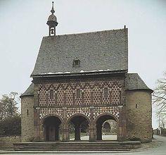 Art carolingien; porterie du monastère de Lorsch, vers 784.