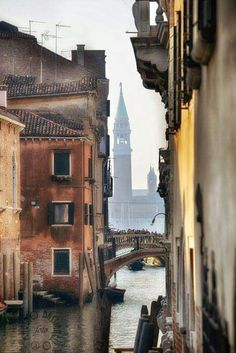 Venice Italy - ART Are you heading to Italy then you must find the best things to do and see in Venice! Venice Travel, Italy Travel, Places To Travel, Places To See, Expo Milano 2015, Italy Art, Belle Villa, Santa Lucia, Bologna