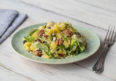 Parelcouscoussalade met knapperige pecannoten Warme salade van parelcouscous met gele biet, cranberry's en rozijnen