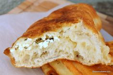 Langoși ca la langoșerie umpluți cu brânză și mărar | Savori Urbane Quiche, Cheesecake, Food And Drink, Pizza, Cooking Recipes, Urban, Sweet Treats, Recipes, Pie