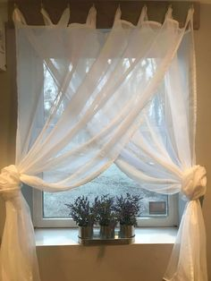 Don't know what kind of curtain window to use? Worry not. We have gathered sash window curtain ideas to help you decide what kind of curtain you should use. curtains 21 Amazing Curtain Window Ideas to Bring Style to the Room Small Bathroom Window, Small Window Curtains, Sliding Curtains, Bathroom Window Curtains, Small Windows, Bow Windows, Home Curtains, Farmhouse Style Curtains, Farmhouse Curtain Rods