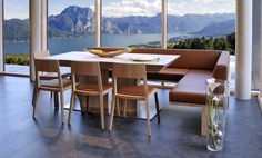 Wittmann Esszimmer mit traumhafter Aussicht über dem #Traunsee ***** #Esszimmer #massivholzmöbel #sitzgruppe #design #salzkammergut Conference Room, Furniture, Home Decor, Sofa Set, Objects, Modern Design, Lunch Room, Table, Essen
