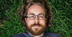 In this podcast @TheMommyGamers interview geeky American singer/songwriter Jonathan Coulton.