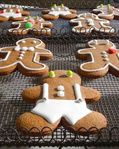 Gingerbread Men Cookies-Martha Stewart; use brown sugar instead of truvia, 12 oz of molasses (whole jar), pumpkin spice and extra ginget, and add cracked black pepper (makes about 40 decent-sized cookies) (klh)