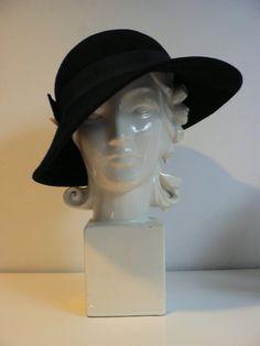 vintage 1930s 1940s black wool felt ladies hat/ black hat with feather/ Betmar