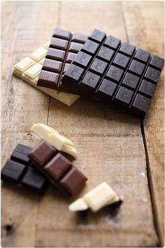 """On m'a souvent demandé lors de mes recettes de chocolats maison : """"Mais tu ne tempères pas le chocolat ?"""" C'est vrai que je n'ai jamais pris la peine de me"""