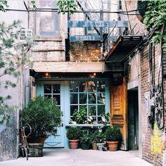 I adore the silent films, music, art, architecture and interior design. Cafe Interior, Interior And Exterior, Escapade Gourmande, Coffee Places, Café Bar, Book Cafe, Coffee Shop Design, Cafe Shop, Shop Fronts