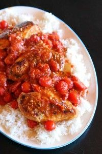 Looking for a healthy and easy dinner recipe? Try this Smashed Tomato Chicken from Kitchen Magpie Yummy Vegetable Recipes, Fresh Tomato Recipes, Healthy Chicken Recipes, Healthy Meals, Healthy Food, Healthy Eating, Supper Recipes, Brunch Recipes, Easy Dinner Recipes