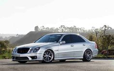 Watch this video taken from an GTO showing a Mercedes AMG ripping through the highway with its massive power thanks to its sc and crank pulleys. Mercedes E55 Amg, Custom Car Audio, Custom Cars, E63 Amg, Benz E, King Of Kings, Gto, Chevy, Classic Cars