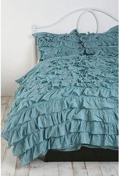 ruffle bed, i want!