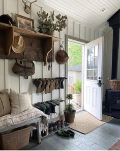 Casa Real, Mudroom, Cozy House, My Dream Home, Home Decor Inspiration, Home Projects, Living Spaces, Sweet Home, New Homes