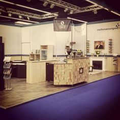 Wood over everythäng! The king is in love with the stand design by @stellenanzeigen.de. Wood interior design for events like this is heaven on a fair. Events like this should be going on for ever! Coffee is for everyone!