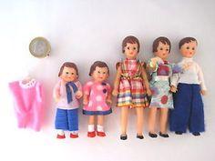 ARI-Puppenfamilie-mit-original-Kleidung-Puppen-DDR