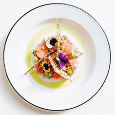[Revisited] Tuna crudo with caper mousse, pickled radish, flaxseed crackers & micro cilantro. Great dish uploaded by Pickled Radishes, Food Plating, Plating Ideas, Gourmet Recipes, Gourmet Foods, Pasta Recipes, Everyday Food, Culinary Arts, Perfect Food