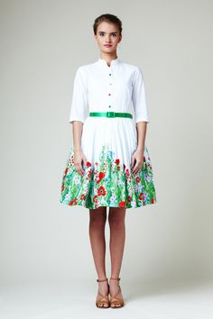 A delightful summer meadow #dress with red poppies and vibrant green grass. The dress has a fitted shirtwaist bodice with three quarter sleeves and super full, gently pleated skirt with side pockets. The top and skirt are lined (100% cotton lining).