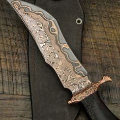 Pretty Knives, Cool Knives, Knives And Tools, Knives And Swords, Damascus Blade, Damascus Knife, Damascus Steel, Knife Patterns, Iron Art