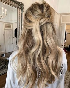 Wedding Hair And Makeup, Hair Makeup, Pretty Hairstyles, Wedding Hairstyles, Quick Hairstyles, Hair Color Guide, Brown Blonde Hair, Wavy Hair, Bridesmaid Hair