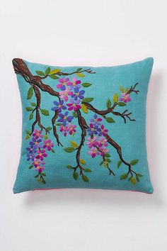 Embroidery Stitches Flowers Pillows 32 Ideas For 2019 Cushion Embroidery, Silk Ribbon Embroidery, Modern Embroidery, Hand Embroidery Designs, Embroidery Art, Embroidery Stitches, Embroidery Patterns, Machine Embroidery, Floral Pillows