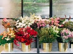 Envía flores a domicilio en CDMX este 14 de febrero - Dónde Ir Glass Vase, Floral Wreath, Wreaths, Mayo, Home Decor, Fantasy, Boutique, Cheap Gifts, Rose Bouquet