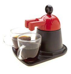 Mini cafetera espresso estilo italiano. Sirve para preparar dos pequeñas tazas de café (se incluyen). Funciona con un par de cucharadas de cualquier café molido (café de filtro). La cafetera se pone directamente sobre la hornalla. A los pocos minutos, las dos tacitas quedan llenas hasta el tope, bien calientes, listas para tomar. La Mini Cafetera Espresso está disponible en rojo, blanco y gris oscuro. Consultar siempre por disponibilidad de colores. PRECIO: $180.