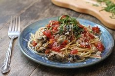 Oyster Pasta - pasta topped with a healthy mix of oysters, shallots, garlic and tomatoes. Easy Delicious Recipes, Great Recipes, Healthy Recipes, Favorite Recipes, Seafood Recipes, Gourmet Recipes, Pasta Recipes, Polenta, Pasta Dishes