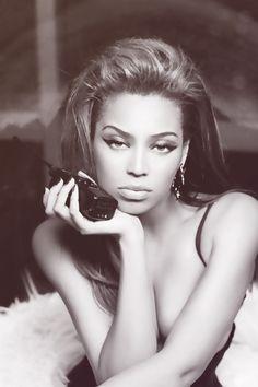 #Beyonce I love her makeup!