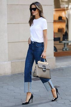 Look at our very easy, comfortable & effortlessly stylish Casual Outfit ideas. Get inspired with one of these weekend-readycasual looks by pinning your most favorite looks. casual outfits for work White Shirt Outfits, Casual Work Outfits, White Shirt With Jeans, White T Shirts, Denim Pants Outfit, Roger Vivier, Casual Chic Style, Look Chic, Casual Chic Summer