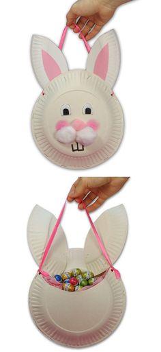 Een paashaas gemaakt van papieren borden. Aan de achterkant is er plek voor paaseitjes. Deze heb ik gevonden op de site Jellyfishjelly