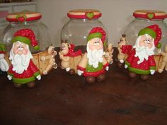 This looks like pickle jars with fimo clay Clay Jar, Fimo Clay, Polymer Clay Projects, Ceramic Clay, Clay Crafts, Christmas Time, Christmas Ornaments, Polymer Clay Christmas, Jar Art